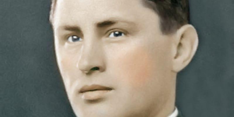 Předválečný portrét pplk. Josefa Mašína v důstojnické uniformě československé armády. (kolorizace)