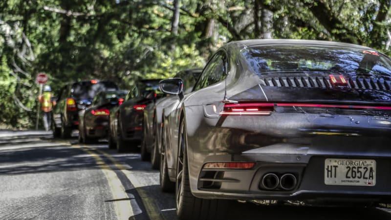 Elektřina nemusí být jedinou budoucností aut. Porsche staví továrnu na syntetické palivo