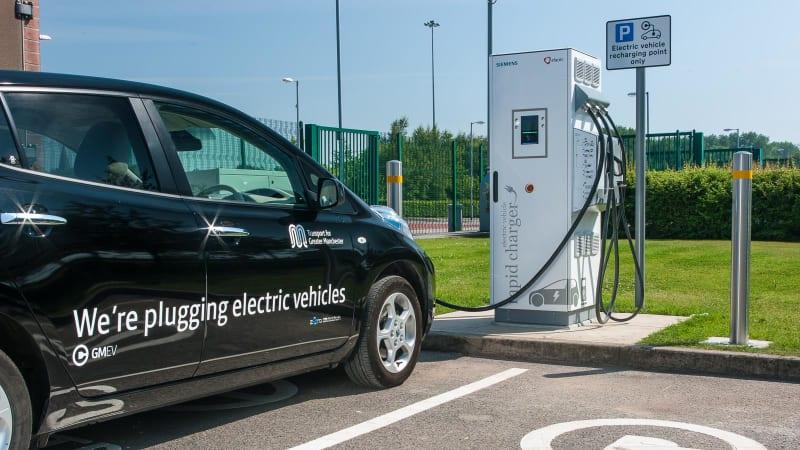 Ropná krize elektromobilů: V americkém státě Texas stojí nabití Tesly 900 dolarů