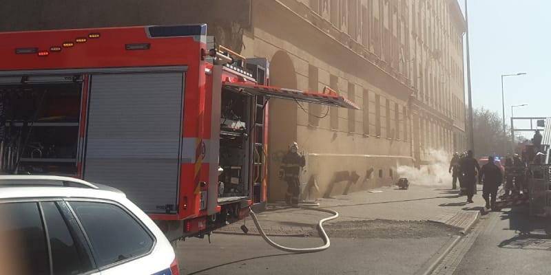 Hasiči zasahovali u požáru domu v centru Brna (zdroj: HZS JMK)