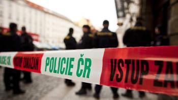 Při pádu z okna kladenské školy zemřela dívka. Okolnosti vyšetřuje policie