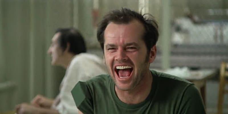 Přelet nad kukaččím hnízdem s Jackem Nicholsonem natočil český režisér Miloš Forman.