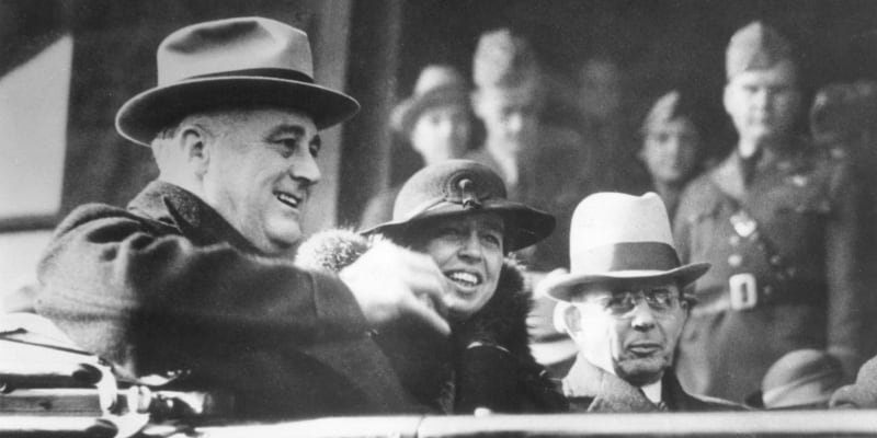 Franklin Delano Roosevelt (vlevo) se do Bílého domu dostal také díky hospodářské krizi.