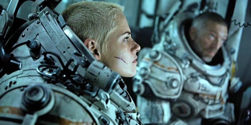 10. Pod vodou (tržby: 40 milionů dolarů, rozpočet: 50 milionů dolarů) - Podmořský horor s Kristen Stewart je sice na chvostu hitového žebříčku, reálně však zatím prodělal desítky milionů dolarů.