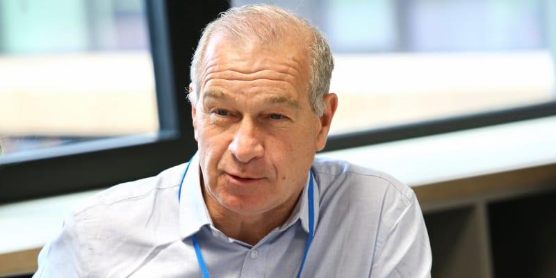 Tim lister pracoval jako redaktor televizních stanic BBC i CNN.