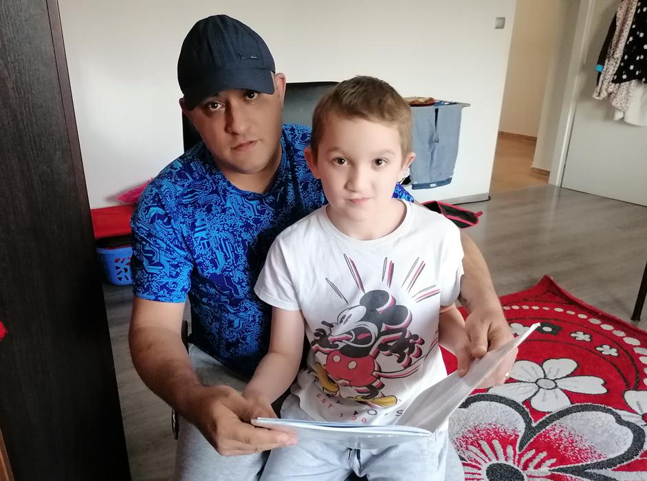 Jan Kalaj se učí se synem