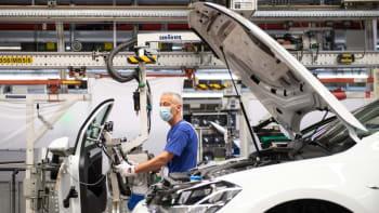 Připravme se na zdražení aut. Výrobci čekají na součástky a nestíhají sytit poptávku