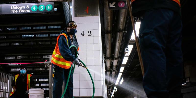 Čištění a dezinfekce metra v New Yorku