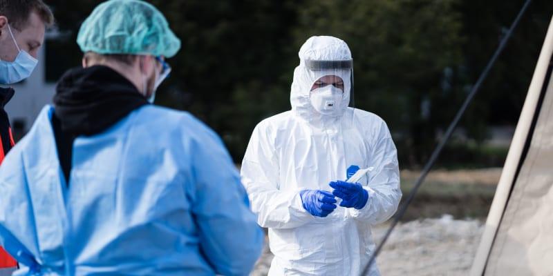 Testování na koronavirus ve venkovních odběrových stanech. Foto: Masarykova univerzita