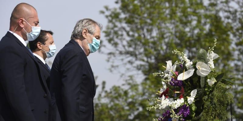 Prezident Miloš Zeman položil věnec u památníku na Vítkově.