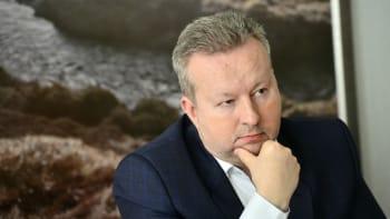 Ministr Brabec má zdravotní problémy. Po jednání uhelné komise skončil v nemocnici