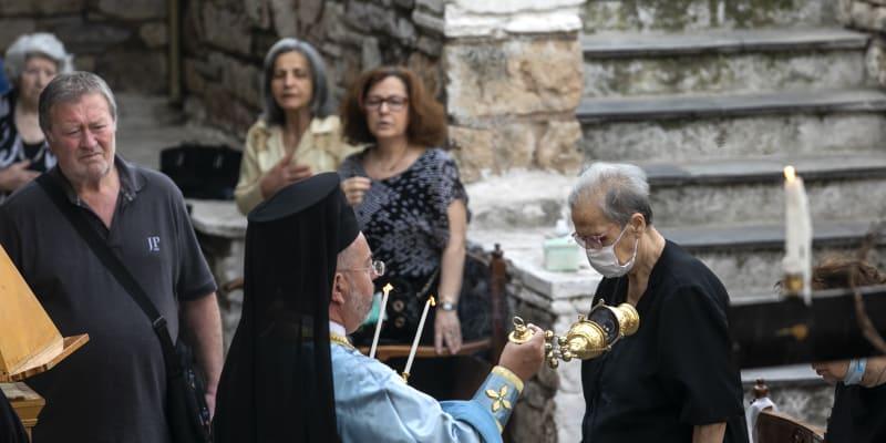 Desetitisíce Řeků mohly poprvé po dvou měsících na bohoslužbu do kostela.