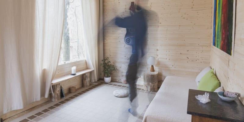 Interiér je světlý a praktický (foto: Adéla Waldhauserová)