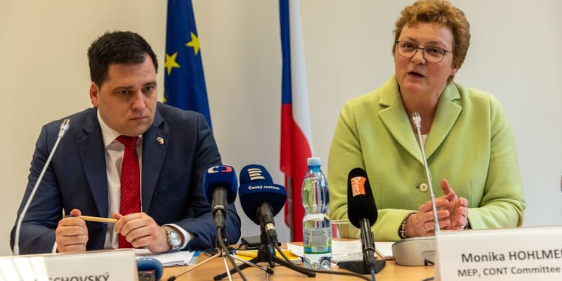 Europoslanec Tomáš Zdechovský (KDU-ČSL) a bavorská europoslankyně Monika Hohlmeirová