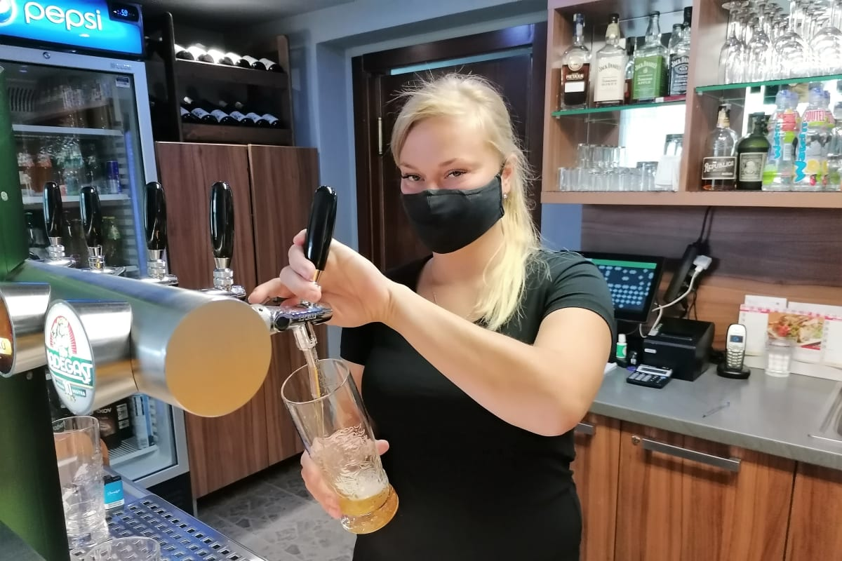 Karviná je epicentrem koronaviru v Česku, do ulic i hospod se vrací strach