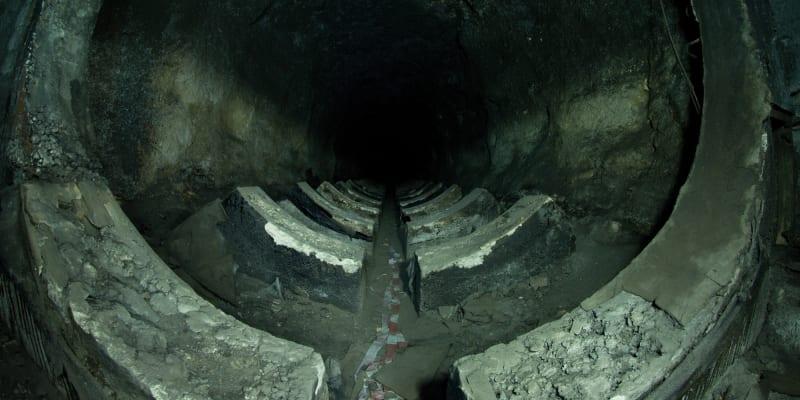 Dnes už převážně rozkradené podzemní zásobníky PHM