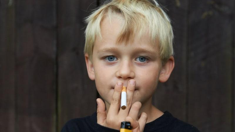 Každý devátý kuřák v Česku je dítě. O polovinu méně než v roce 2000, říká Kohoutek