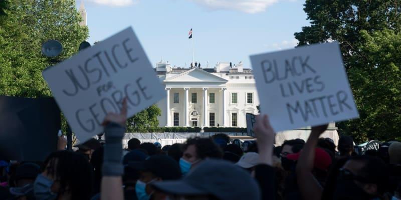 Protesty jsou i před Bílým domem.