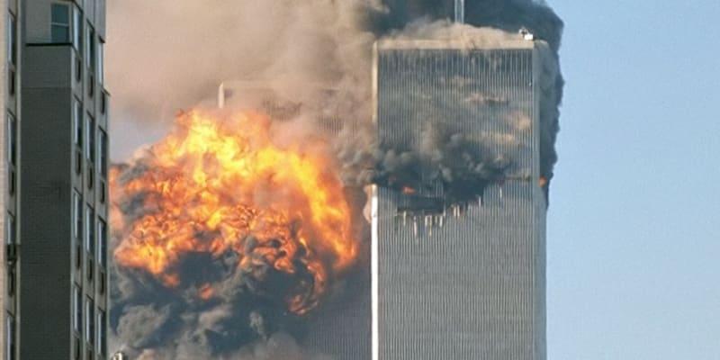 Šokovaní diváci CNN sledovali úplně první záběry z útoků na věže Světového obchodního centra v New Yorku