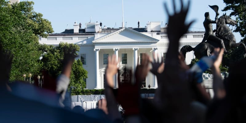 Protesty pohnou politikou USA.