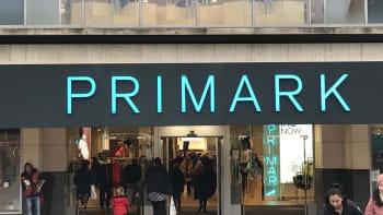 Řetězec Primark ve světě obnovuje prodej. Kdy se jeho první obchod otevře v Praze?