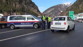 Rakousko zavádí zákaz nočního vycházení a zavírá restaurace, koronavirus se šíří rychle