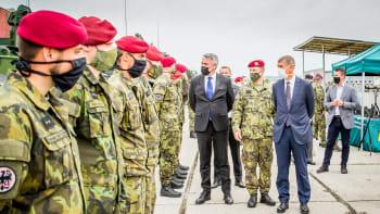 Armáda se dočká. Vláda vojákům vrátí pět miliard korun, další peníze až po analýze