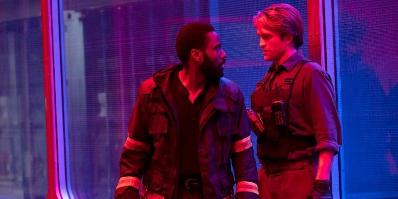 """Tenet (16. července 2020): Nová sci-fi Christophera Nolana (Temný rytíř, Počátek) má být velkým """"po-pandemickým"""" comebackem hollywoodských filmů. Jak už je u Nolana zvykem, propagační kampaň stojí hlavně na utajení většiny příběhu."""