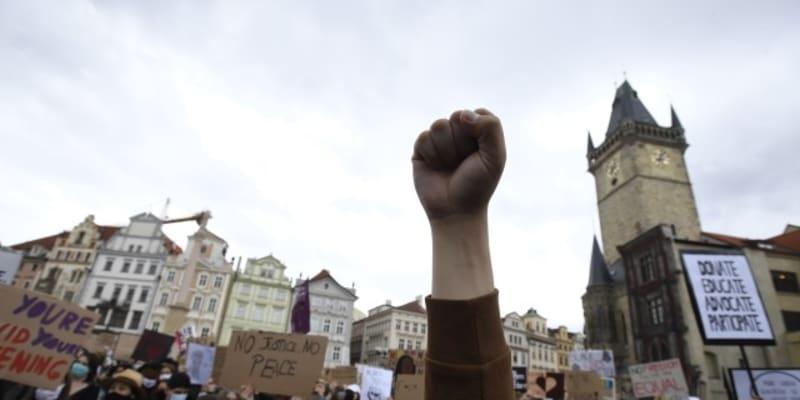 Protesty probíhají proti policejnímu násilí a rasismu