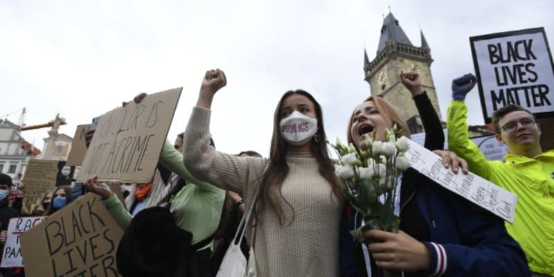 Do centra Prahy dorazily stovky lidí