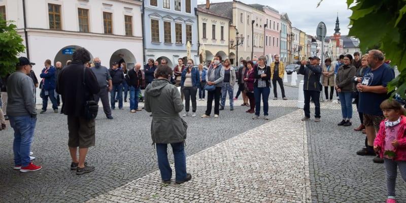 Stovky lidí demonstrovaly napříč Českou republikou (Facebook.com/Milion chvilek pro demokracii)