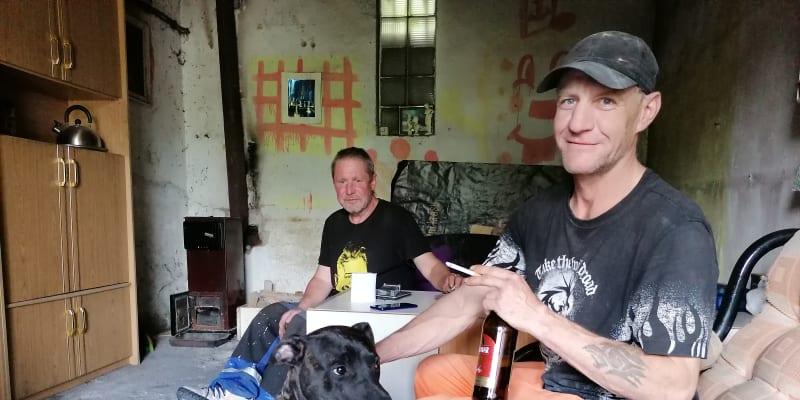 Václav Volný v interiéru garáže v Ostravě – Přívoze
