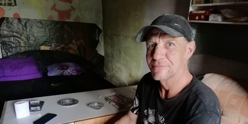 Václav Volný v interiéru garáže v Ostravě – Přívioze