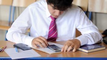 Přijímací zkoušky na střední školy rozdělily Česko. Jsou příliš těžké? Zkuste si je
