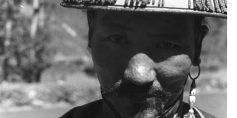Snímky z Tibetské expedice Ernsta Schäfera – snímek dospělého muže