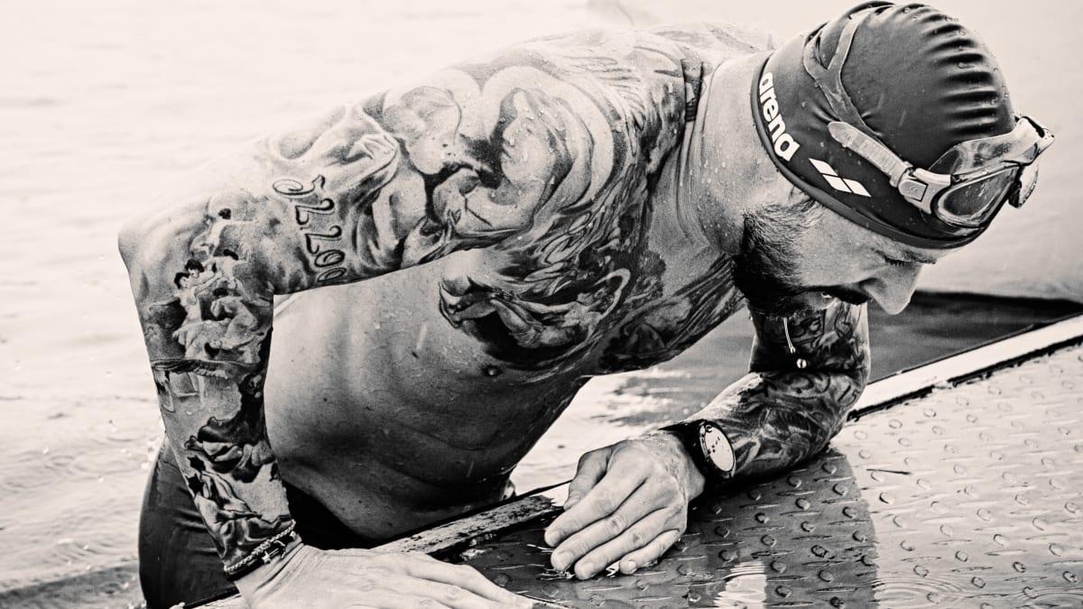 Hvězda CNN Prima NEWS Petr Vágner jako železný muž. V dešti zvládl náročný triatlon