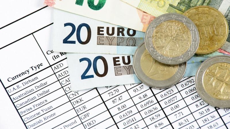 Podvodných směnáren ubylo, kurzy je ale třeba sledovat dál. Na co všechno si dát pozor?