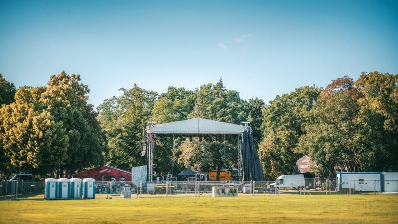 Na Výstavišti Holešovice startuje série letních koncertů Lucerna Music Bar Open Air