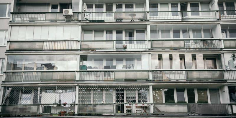 Panelové domy na experimentálním sídlišti Invalidovna skrývají na svou dobu pokrokové nápady.
