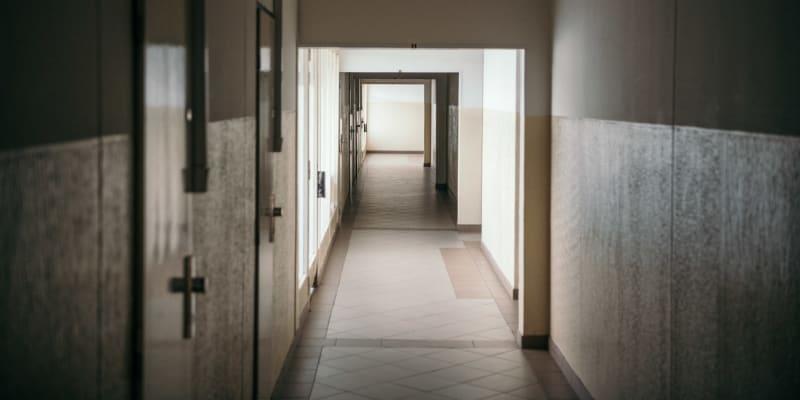 Sendvičové domy střídají dva typy pater.