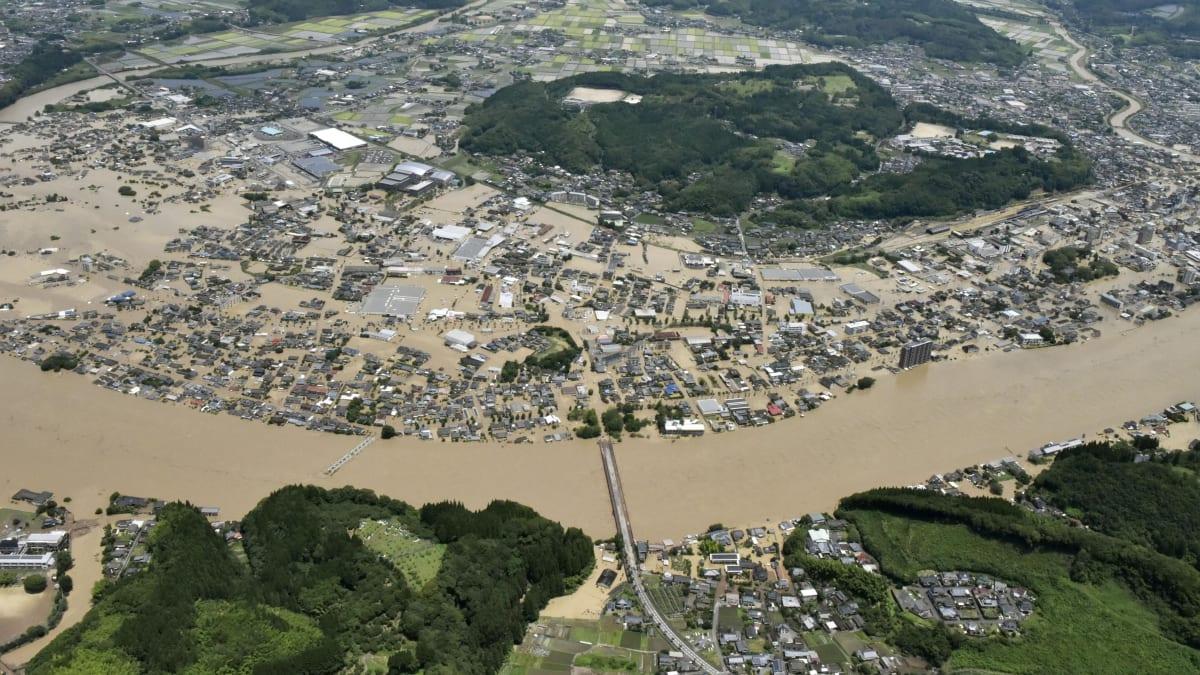 Ničivé záplavy v Japonsku: Vyžádaly si patnáct mrtvých, devět osob se pohřešuje