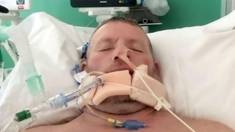 Brit strávil v kómatu 6 týdnů, lékaři mu nedávali šanci na přežití. Teď se bude ženit