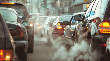 Automobilky se ocitají v emisní pasti. Povolí EU kvůli koronaviru otěže?
