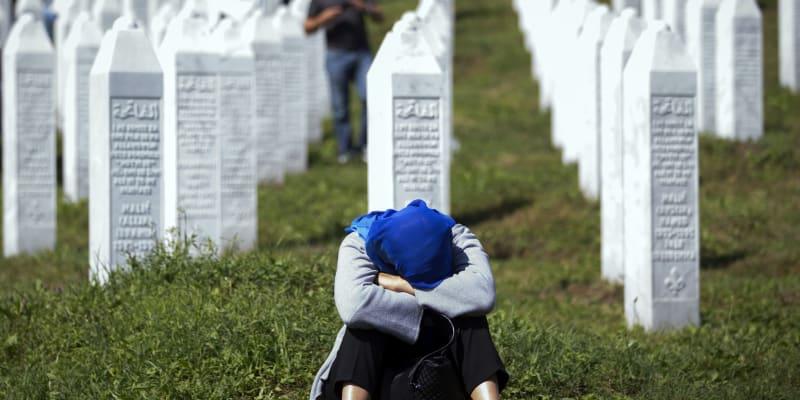 Mnoho masových hrobů je stále ukrytých, neotevřených a lidé v nich nejsou identifikovaní. Některé matky zemřely, aniž by našly své děti.