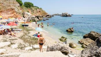 Z dovolených se začínají vracet Češi nakažení koronavirem
