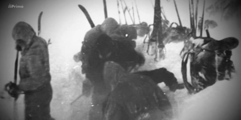 Záchranáři pátrali po zmizelé výpravě v hlubokém sněhu a při teplotě až 30 stupňů pod nulou.