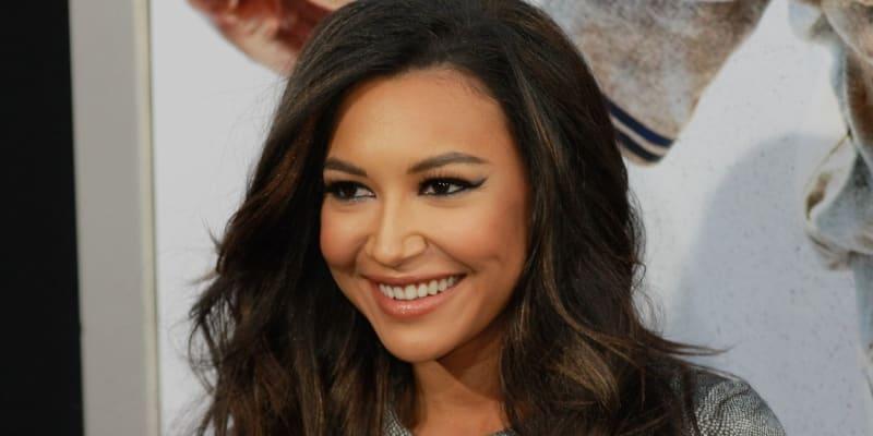 Herečka Naya Riverová ze seriálu Glee zemřela na následky utonutí v jezeře Piru. Bylo jí 33 let. Policie hledala její tělo několik dní. Podle vyšetřování se jednalo o tragickou nehodu, při níž se herečka snažila dostat svého čtyřletého syna zpátky na loď. Samotné jí ovšem už nezbyly síly.