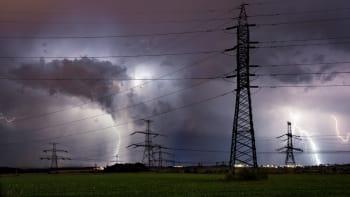 Silné bouřky, přívalové deště a kroupy zasáhnou Česko. Ochladí se až o deset stupňů