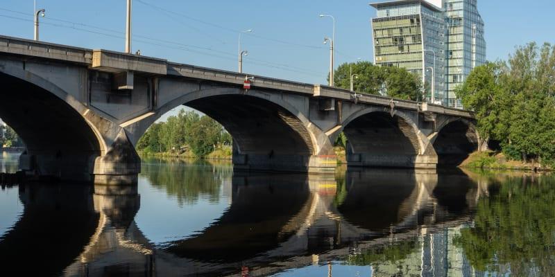 Libeňský most se musel několikrát rekonstruovat.
