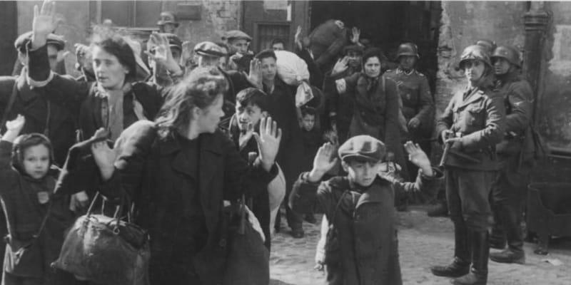 Heinrich Himmler nařídil popravovat i nebojující ženy a děti.